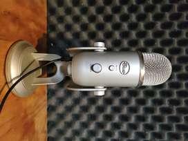 Micrófono Blue Yeti condensador  multipatron silver