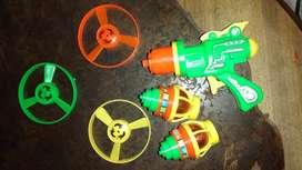 Pistolita lanza discos y trompo giratorio con luz