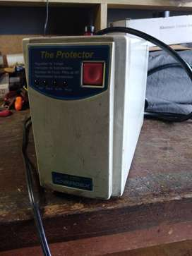 Regulador de votaje ENERGEX PR 1000  The Protector