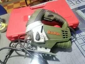 Se vende caladora Bauker