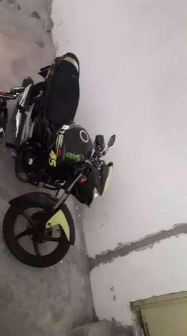 moto suzuki en perfecto estado matriculada año 2019 con llantas nueva