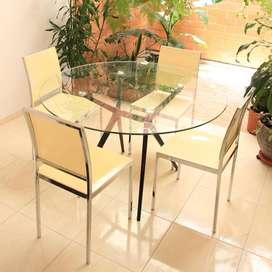 Venta de Comedor compuesto de mesa de vidrio y 4 sillas Cali