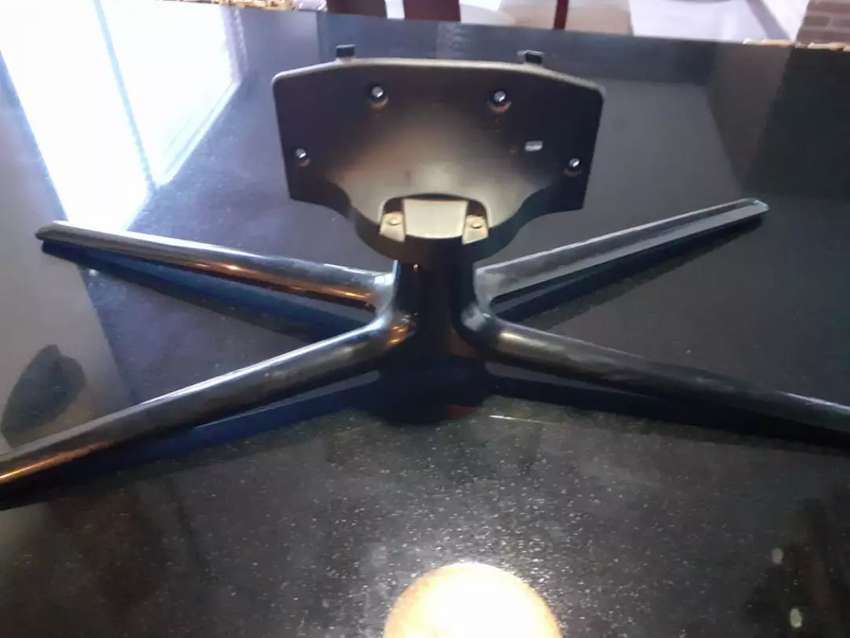 Base de mesa para televisor 0