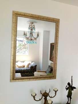 Espejo Total:1'15 cm x .84cm.