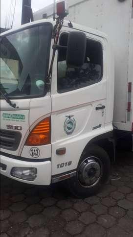Hino FC con furgón