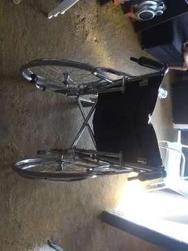 Vendo silla de ruedas reclinable en buen estado