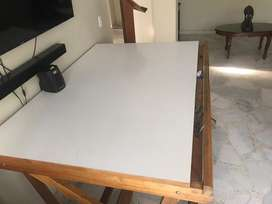 Mesa abatible blanca de dibujo