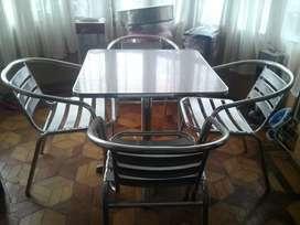 Mesa de aluminio mas 4 sillas de aluminio