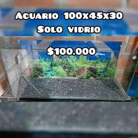 Se vende acuario 100x45x30cm