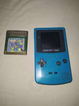 Se vende gameBoy color con pelicula de pokemon