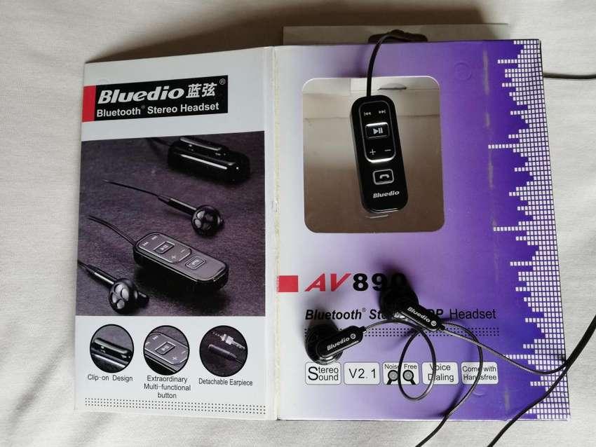 Se vende Audifono manos libres, Bluetooth Bluedio AV 890, seminuevo 0