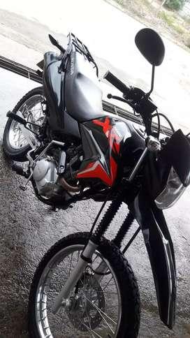 Se vende moto honda XR 150 x motivos de viaje