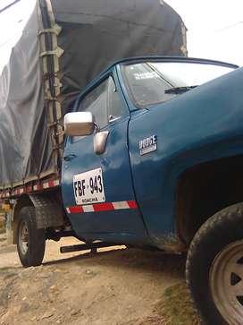 Se vende camión de estacas marca Dodge