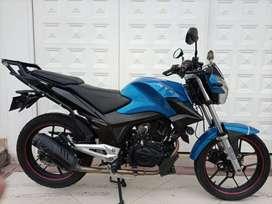 Se vende moto AKT excelente estado
