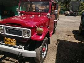 Toyota lancruiser fj43 modelo 79 , motor Diesel.