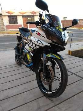 Yamaha r15 Tiburon White