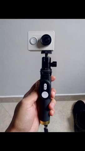 Camara xiaomi estilo Gopro con su baston, protector para tomar fotos debajo del agua y control remoto