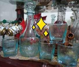 licorera con vasos