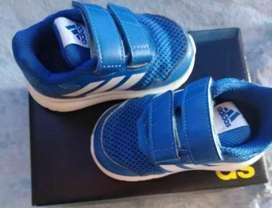 Zapatillas de niño marca Adidas