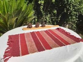 Carpeta rustica roja o alfombra pieza