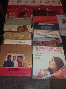Lote de Discos de Vinilo. 13 L. P y 32 SIMPLES.
