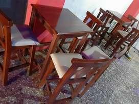 8 mesas 24 sillas 4 butacas 6 meses de uso madera de cedro y laurel aptas para restaurantes bares salones de bebida.