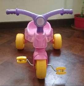 Triciclo de plástico