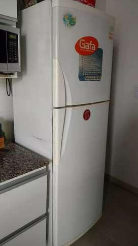 Heladera con freezer Gafa HGF3880