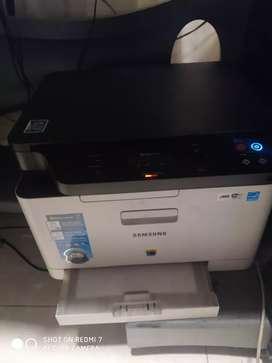 Impresora láser color multifuncional wifi Samsung xpress c480w poco uso incluye tarros de polvo y ships para recarga