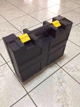 Caja para herramientas de 37x30x11 de plástico sin uso nueva.