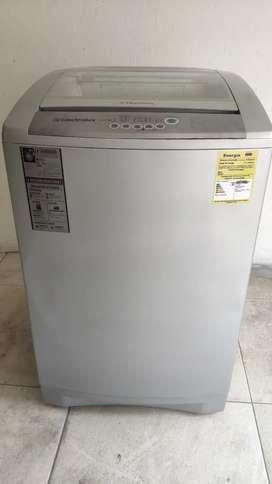 GANGA!! Lavadora ELECTROLUX 30 lb como nueva