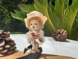 Adorno para una puerta o repisa : muñeca con cara porcelana