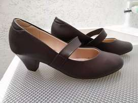 Zapatos color café talla 37