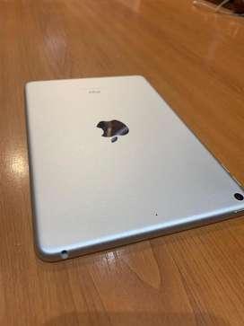 Ipad mini 5 de 64gb ( tiene un año de garantia con apple)