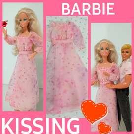 JUGUETE BARBIE VESTIMENTA KISSING '78