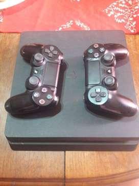 Ps4 casi nueva dos mandos 2 juegos