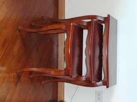 Vendo juego de mesas pequeñas. Diseño clásico en madera oscura