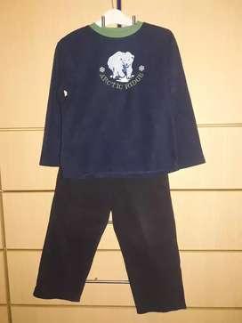Pijama Ropa de dormir T8 polar y franela usado niño 4 años