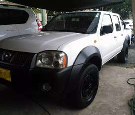 Nissan Frontier Doble Cabina / 4*4 / Diesel