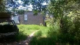 Vendo terreno con casa a terminar agua luz cabble y internet en barrio 130 viviendas