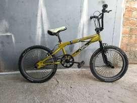 """Bicicleta GT TOTEM (TIPO BMX) ARO 20"""" **$80 NEGOCIABLE**"""