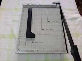 Guillotina/Cizalla para papel - tamaño A4 - con palanca