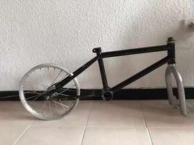 Marco americano de bicicleta niño