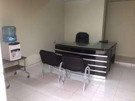 Alquilo oficinas administrativas equipada
