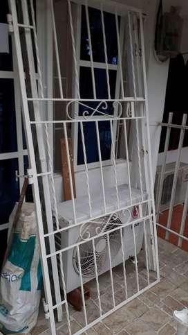 Puerta y careta
