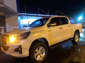 Se vende Toyota Hilux SRV 2020 4x4 AT muy bien cuidada