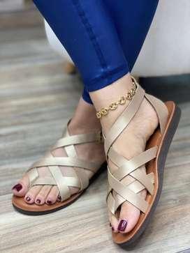 sandalia de cuero bonita