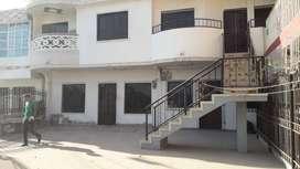 arriendo casa de dos pisos con 3 cuartos, parqueadero, estudio,