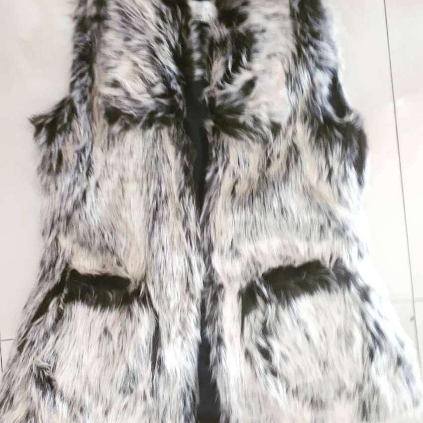 Chalecos y chaquetas en peluche 0