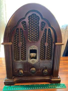 Radio Antiguo General Electric Company tipo catedral